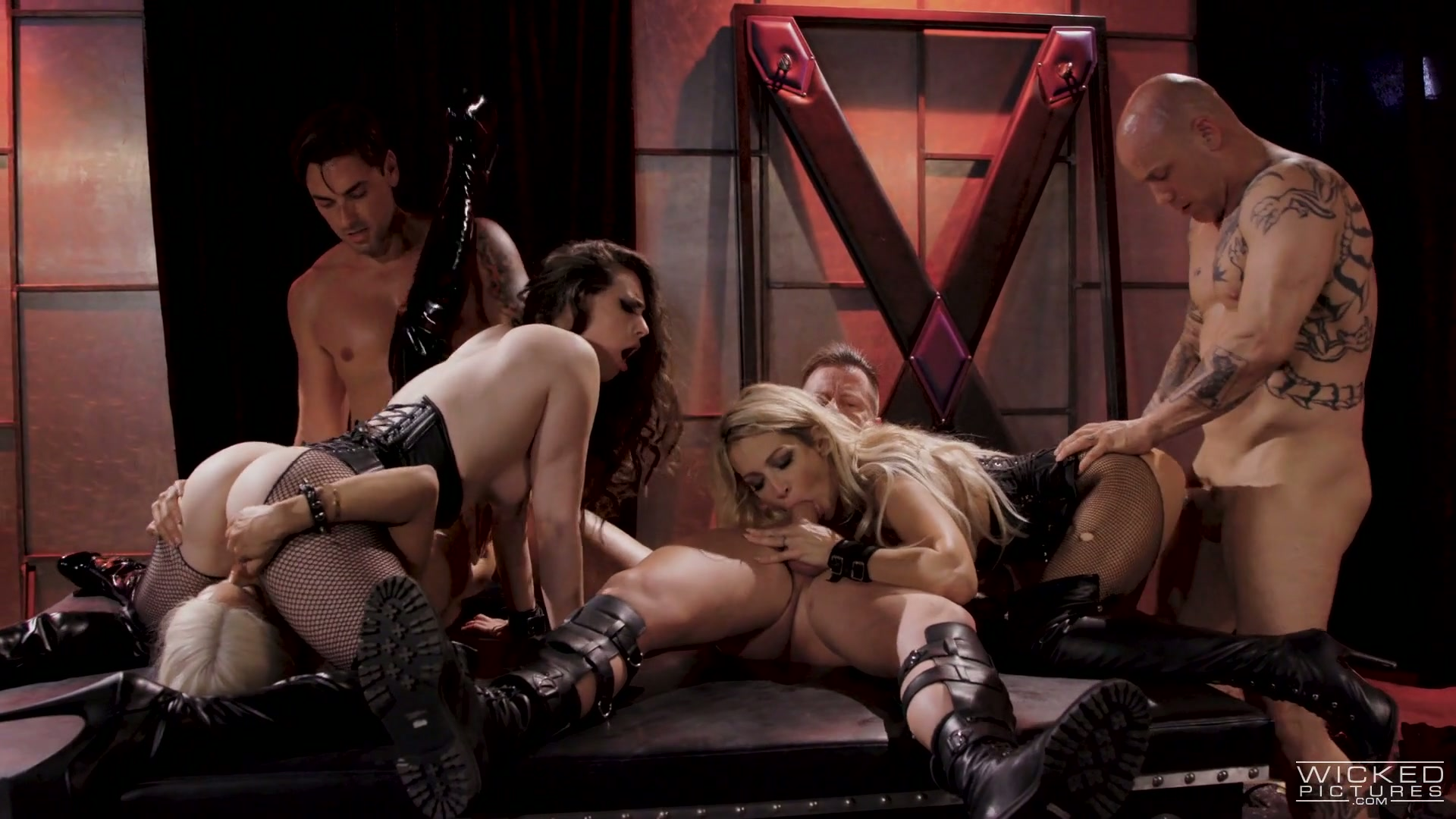 Wild and stunning Jessica Drake takes part in extreme hot orgy