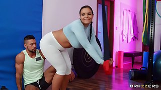 Big-assed bombshell Sofia Lee burning calories at the gym