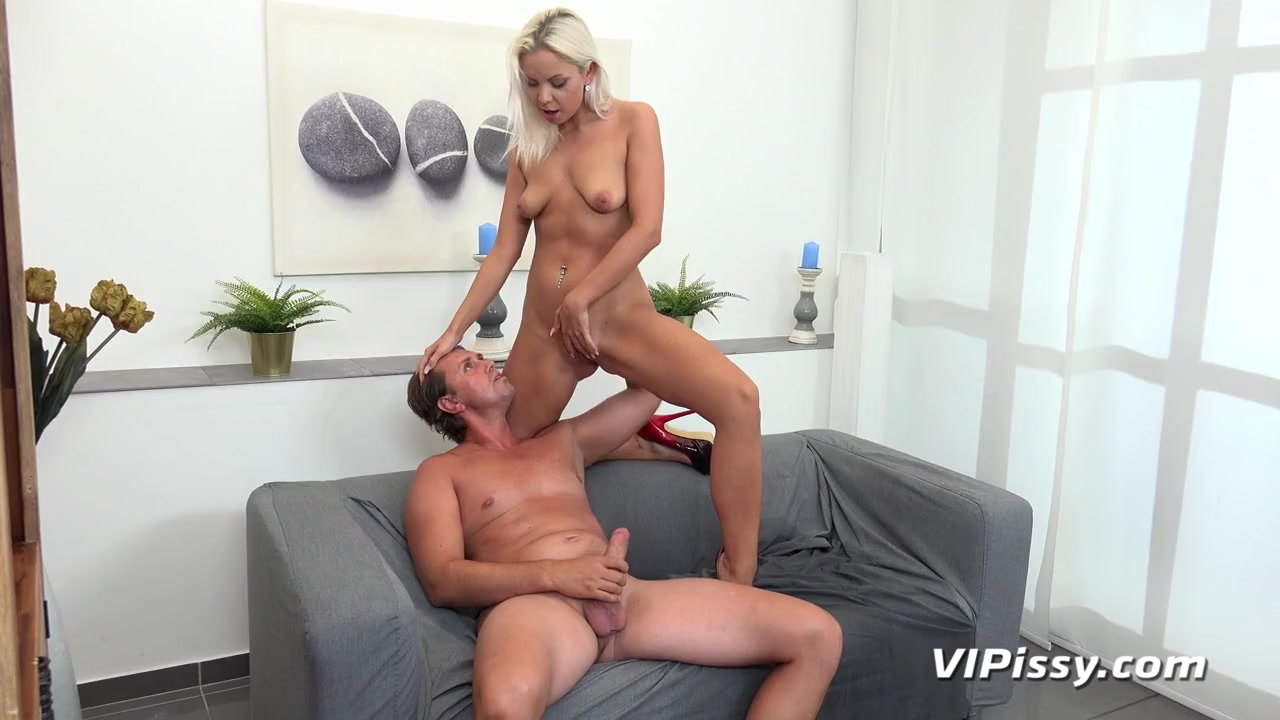 Kinky girl pees on her man and rides his dick